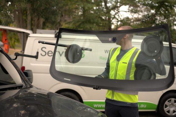 Service 8 Auto glass technician