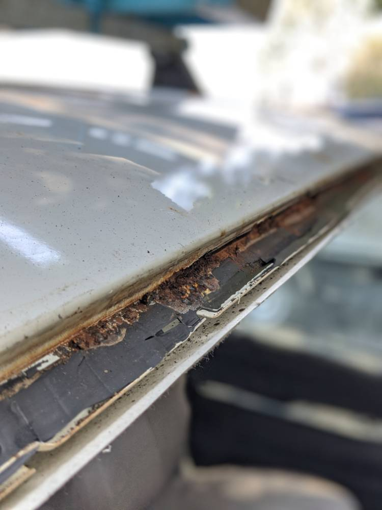 Rust problems due to bad windscreen removal